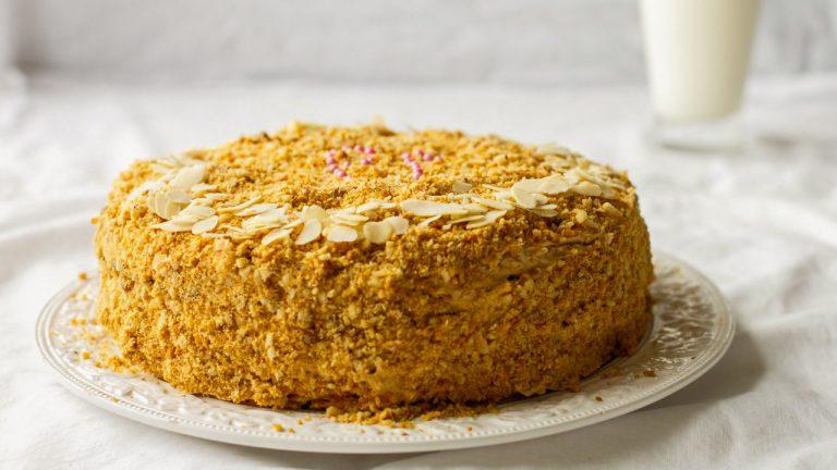 Торт «Медовик» с заварным кремом