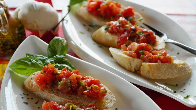 Кулинарный рецепт закуски брускетта с помидорами на ГОТОВИМ СМАЧНО