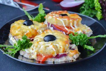 Кулинарный рецепт: Свинина с ананасами, помидорами и сыром на ГОТОВИМ СМАЧНО