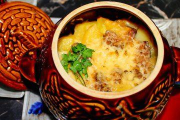 Кулинарный рецепт: Жаркое из свинины с картофелем и грибами в горшочках на ГОТОВИМ СМАЧНО