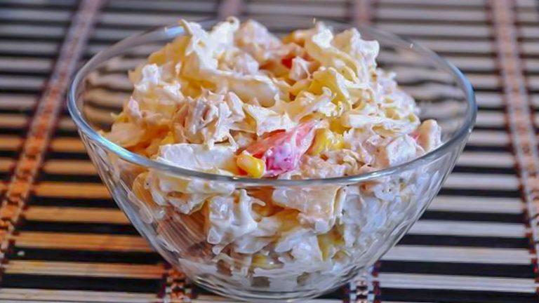 Кулинарный рецепт: Салат из пекинской капусты, курицы с сыром и ананасами на ГОТОВИМ СМАЧНО