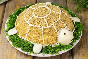 Кулинарный рецепт: Салат «Черепаха» с курицей, яблоком и орехами на ГОТОВИМ СМАЧНО