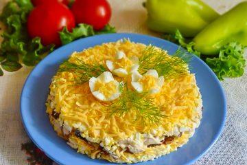 Кулинарный рецепт: Салат «Фантазия» с курицей и грибами на ГОТОВИМ СМАЧНО