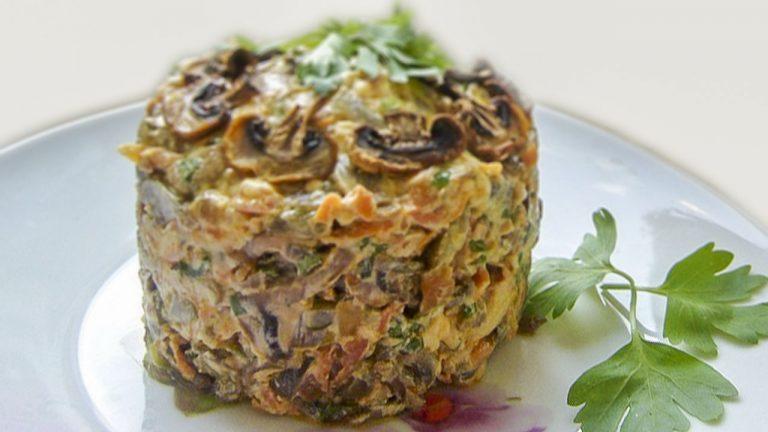 Кулинарный рецепт: Салат с грибами, сыром и солеными огурчиками на ГОТОВИМ СМАЧНО
