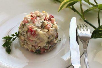 Кулинарный рецепт: Салат из копченой скумбрии с маринованными огурчиками на ГОТОВИМ СМАЧНО