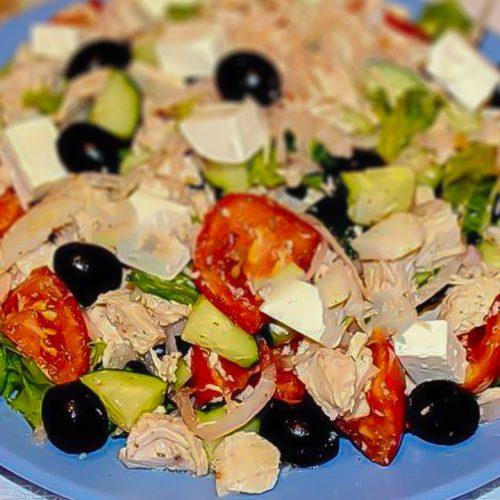 Кулинарный рецепт: Салат с курицей, огурцами, помидорами и сыром на ГОТОВИМ СМАЧНО