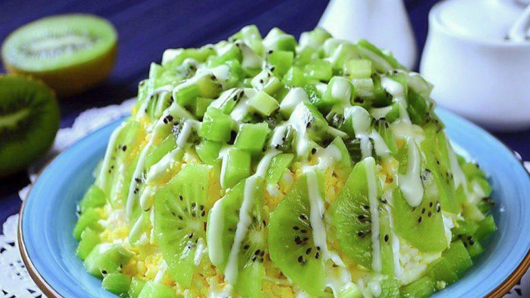 Кулинарный рецепт: Салат с курицей, помидорами и киви на ГОТОВИМ СМАЧНО