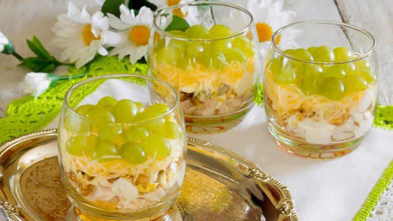Салат «Тиффани» с курицей и виноградом
