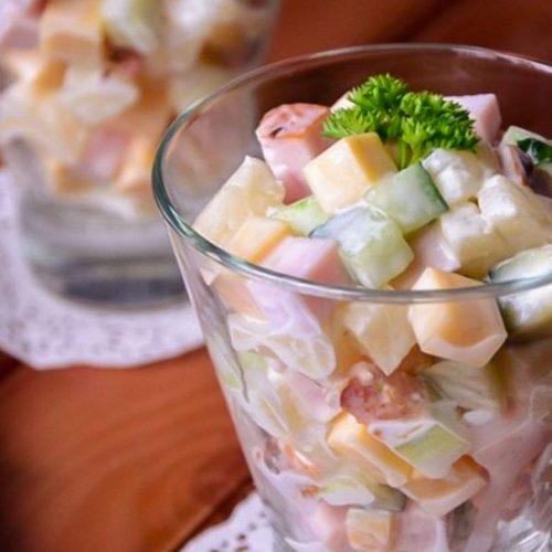 Кулинарный рецепт: Салат с ветчиной, ананасами, сыром и огурцами на ГОТОВИМ СМАЧНО