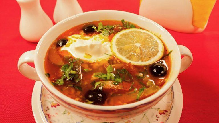Кулинарный рецепт: Солянка с мясом, копченой курицей и колбасой на ГОТОВИМ СМАЧНО