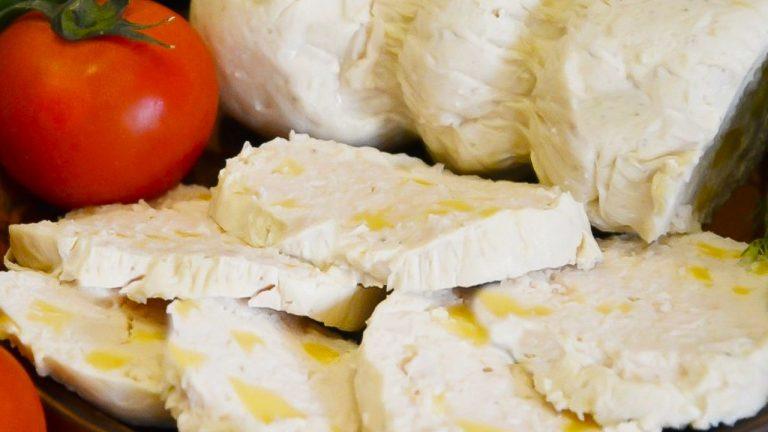 Домашняя куриная колбаса с сыром