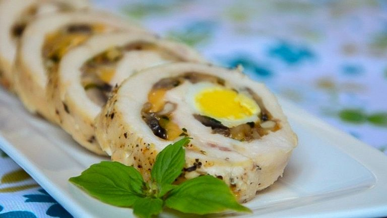 Куриные рулеты с грибами и сыром в духовке