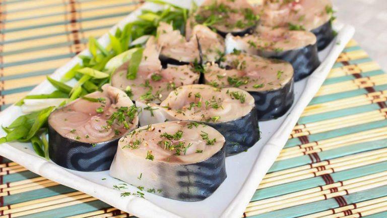 Кулинарный рецепт: Целая скумбрия пряного посола, в рассоле на ГОТОВИМ СМАЧНО