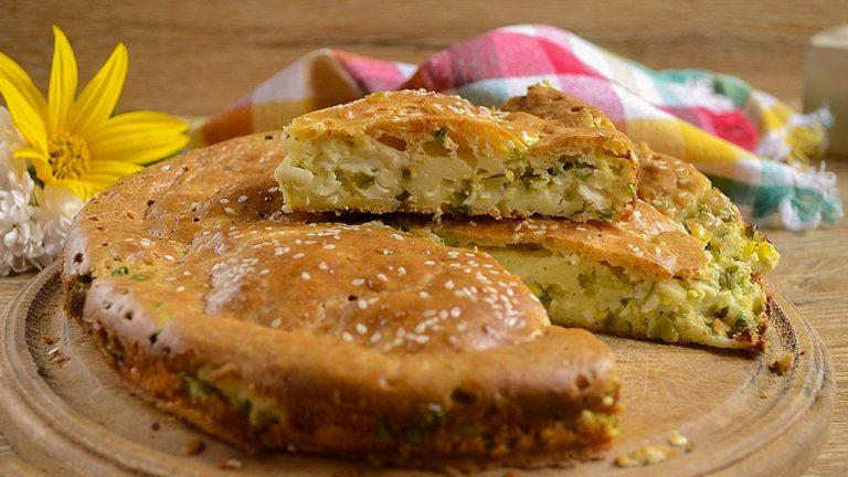 Заливной пирог с зеленым луком и яйцом на кефире
