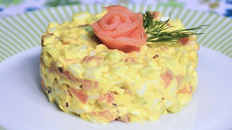 Кулинарный рецепт: Салат с красной рыбой и огурцом на ГОТОВИМ СМАЧНО