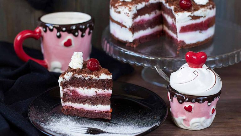 Кулинарный рецепт: Шварцвальдский вишневый торт «Черный лес» на ГОТОВИМ СМАЧНО