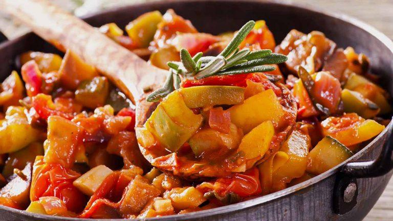 Овощное рагу из картофеля и кабачков