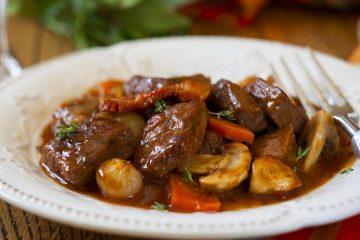 Кулинарный рецепт: Говядина по-бургундски (Boeuf bourguignon) на ГОТОВИМ СМАЧНО