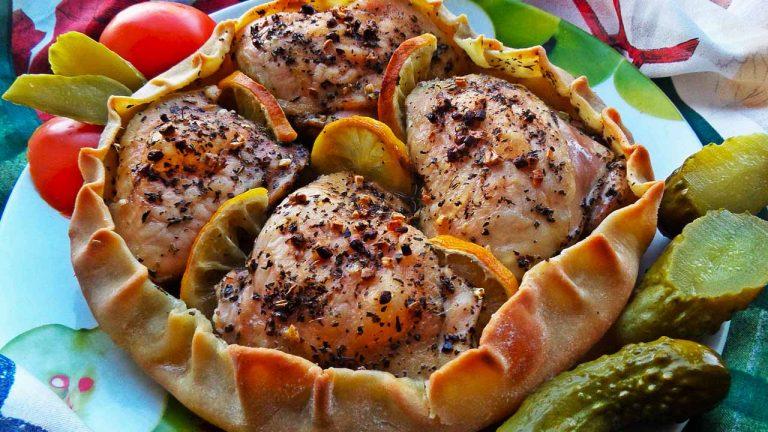 Запеченная курица в съедобной тарелке