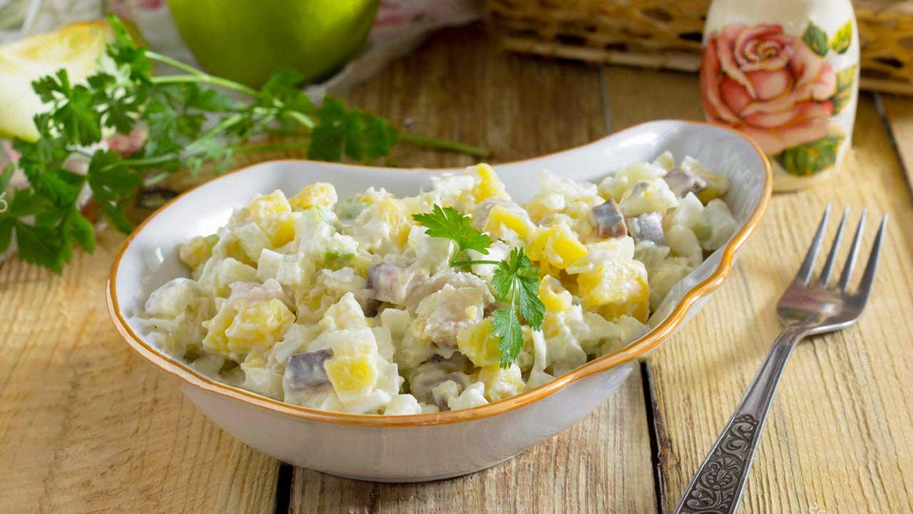 Салат из сельди и картофеля с яблоком