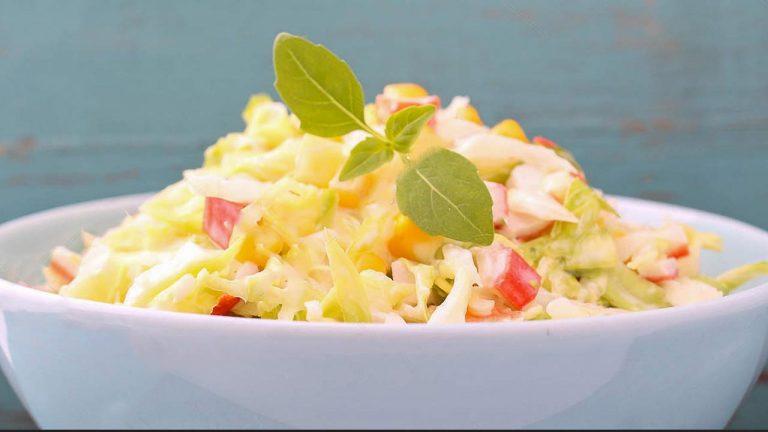 Салат из крабовых палочек и капусты с кукурузой