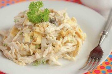 Кулинарный рецепт: Салат из курицы с яичными блинчиками ~ ГОТОВИМ СМАЧНО