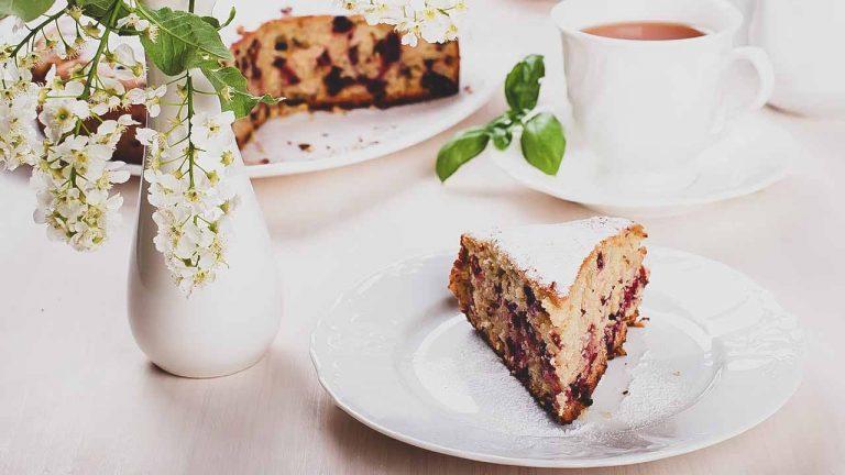 Кулинарный рецепт: Постный манник с яблоком и ягодами ~ ГОТОВИМ СМАЧНО