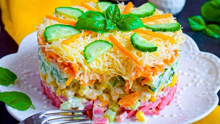 Кулинарный рецепт: Салат с колбасой и морковью по-корейски